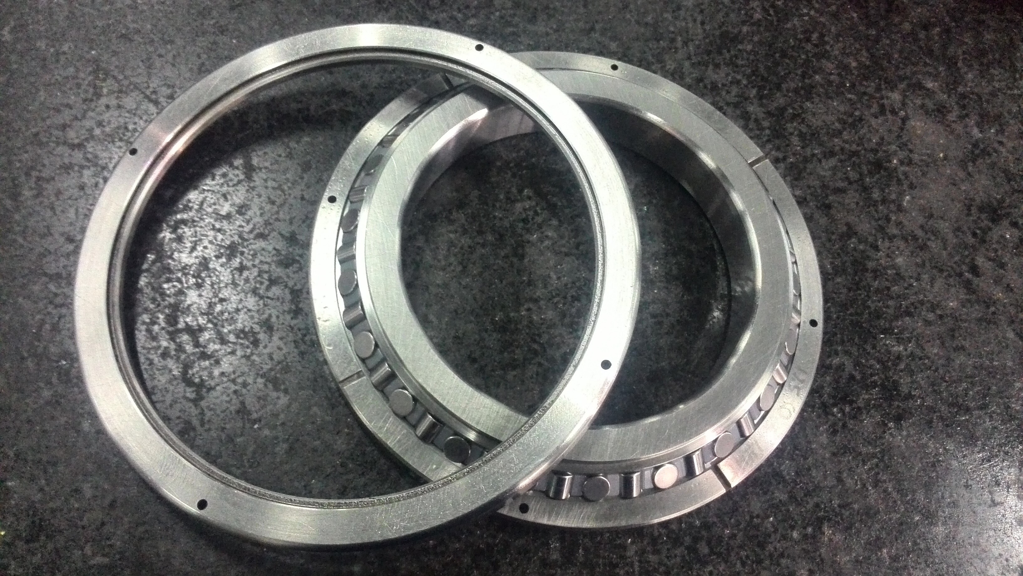 Application case of cross roller bearing for hollow rotating